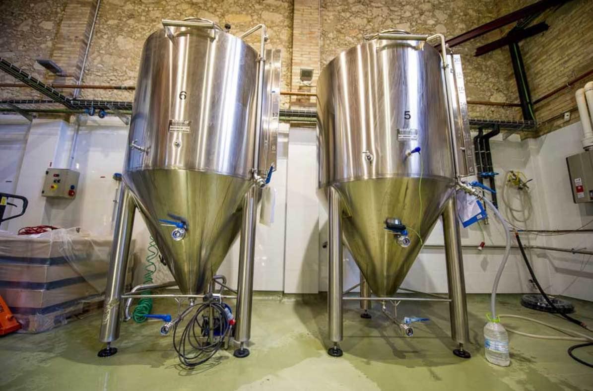 Beercar-Barcelona-Fabrica-Interior-Produccion-Depositos@2x