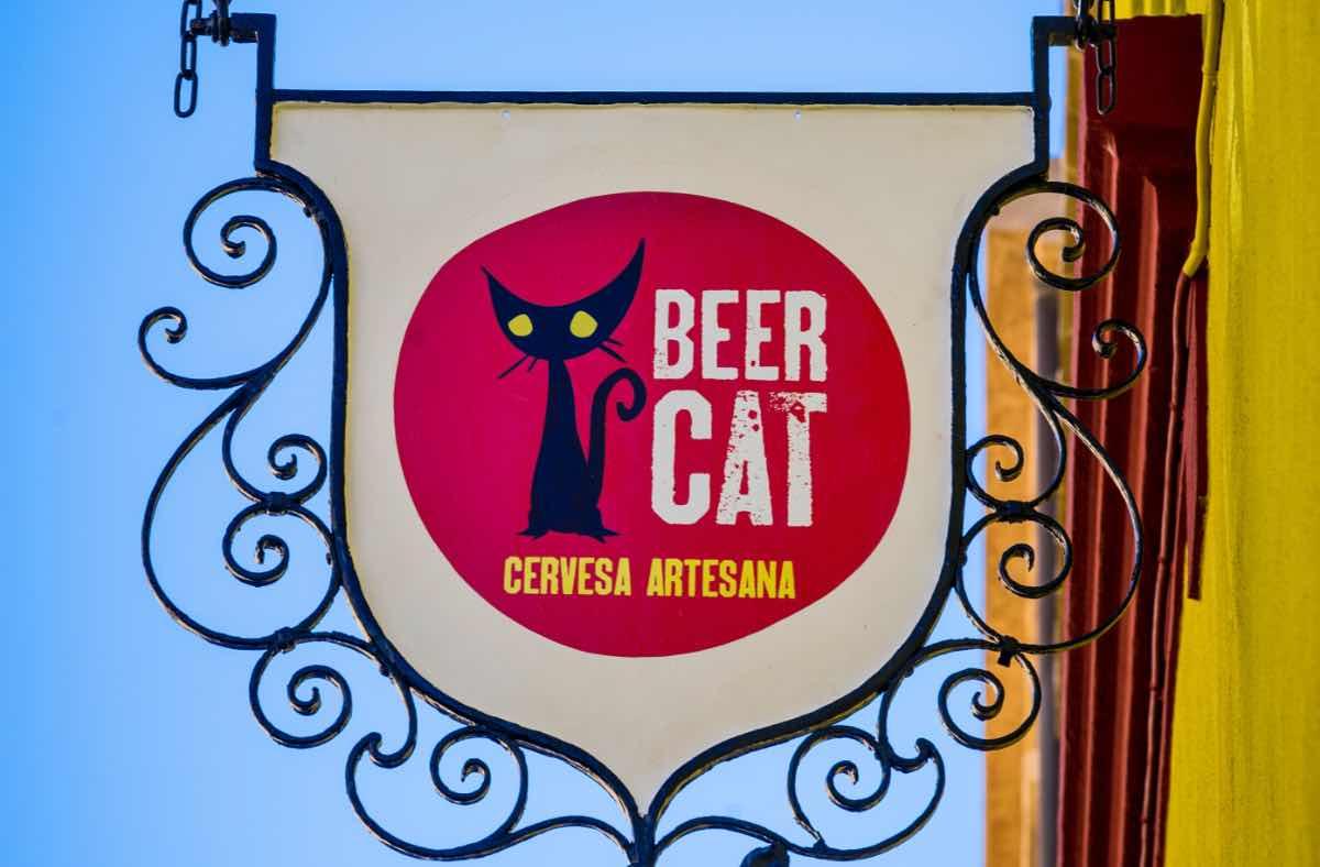 Beercar-Barcelona-Gastrobar-Exterior-Banderola@2x