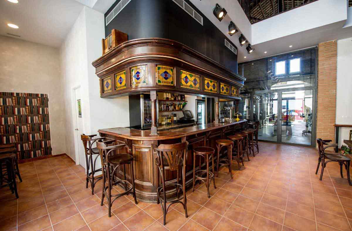 Beercar-Barcelona-Gastrobar-Interior-Barra-Lateral@2x